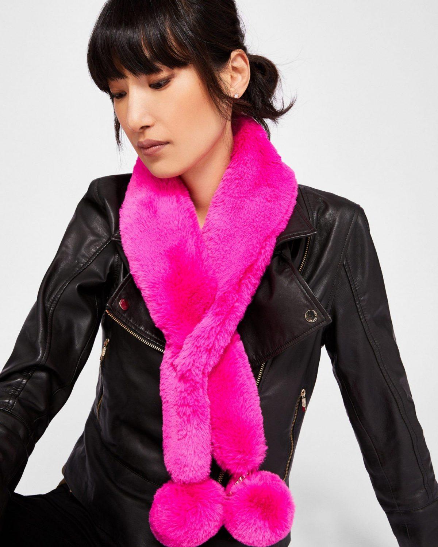 розовый меховой шарф с помпонами
