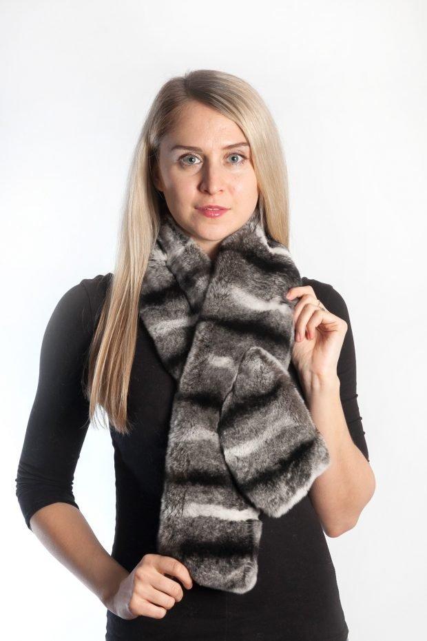 шапки и шарфы осень-зима 2020 2021: меховой шарф с полосами
