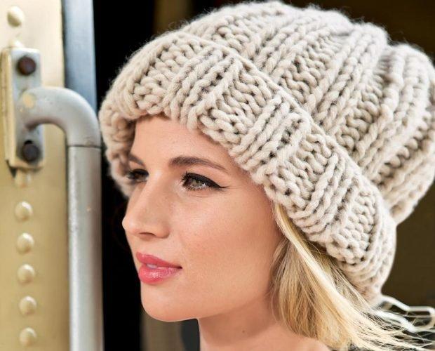 шапки и шарфы осень-зима 2020 2021: бежевая крупной вязки