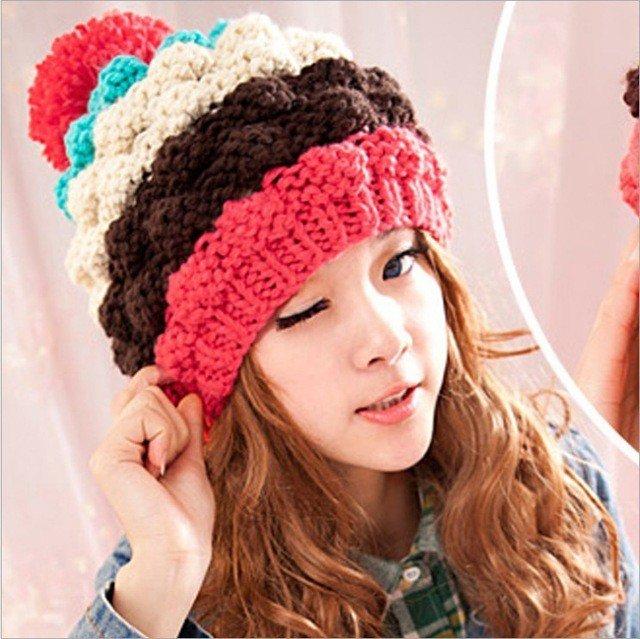 многоцветная шапка крупной вязки