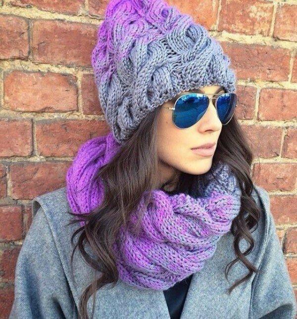 шапка крупной вязки серая с фиолетовым