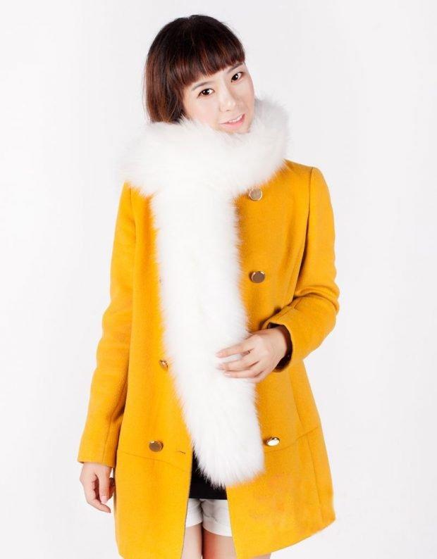 шапки и шарфы осень-зима 2019 2020: белый длинный меховой