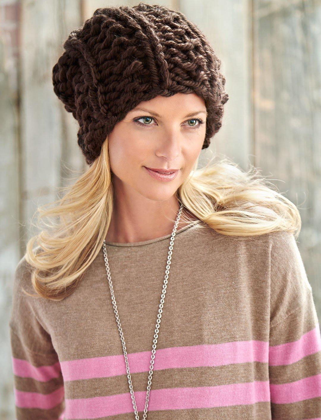 коричневая шапка крупной вязки