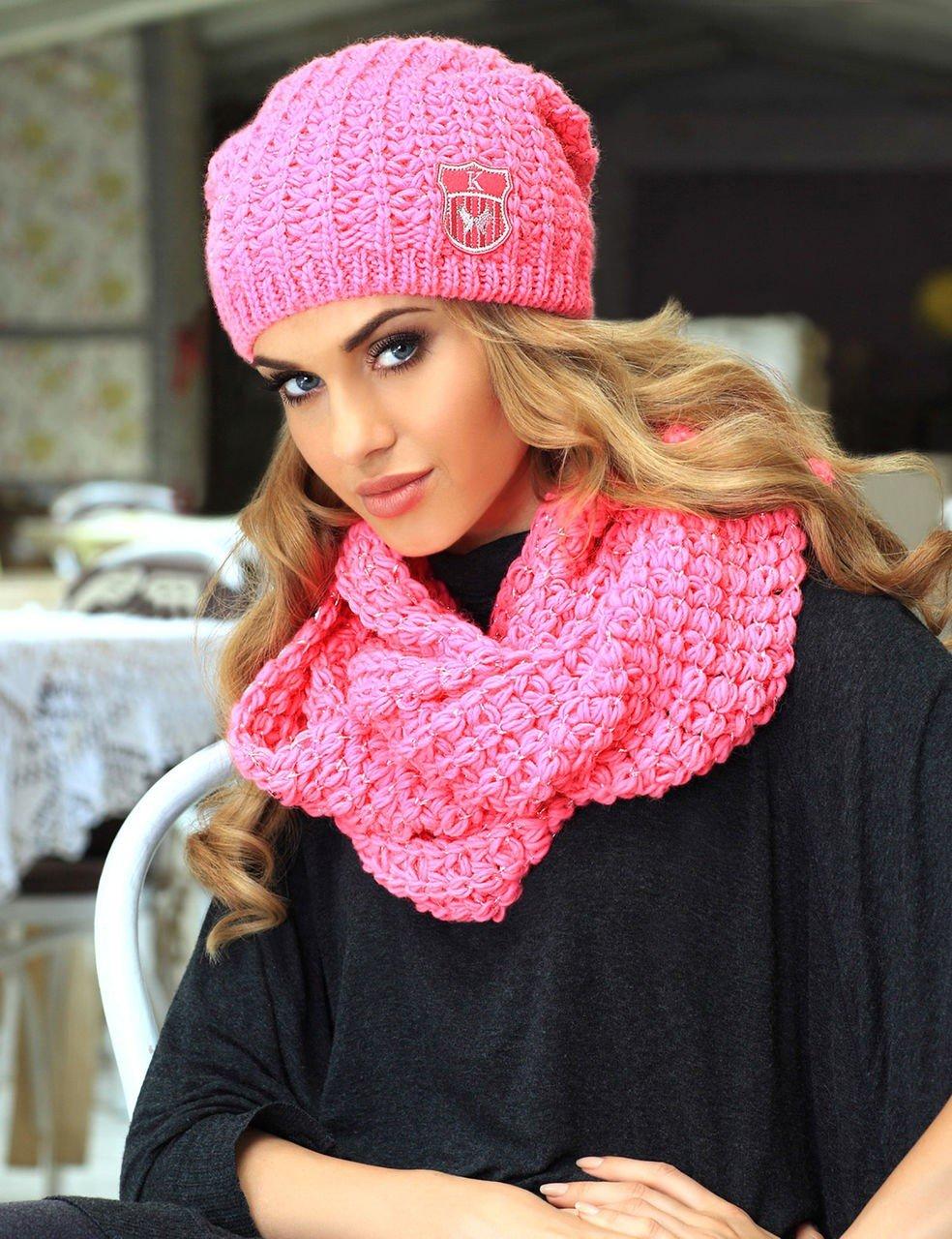 розовая вязаная шапка бини и шарф