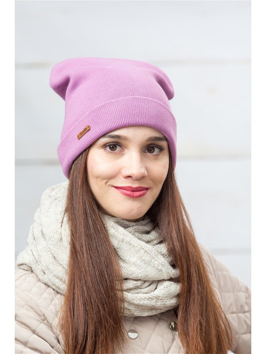 сиреневая трикотажная шапка бини