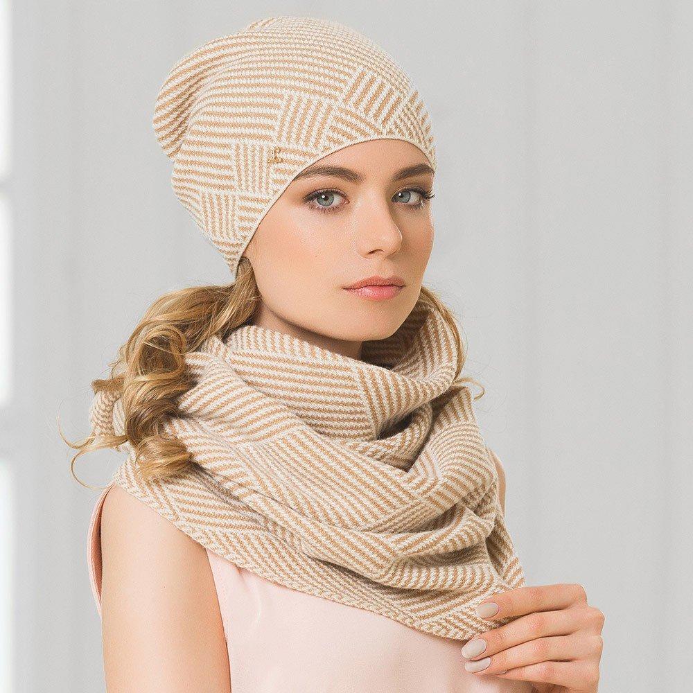 бежевая шапка бини и шарф