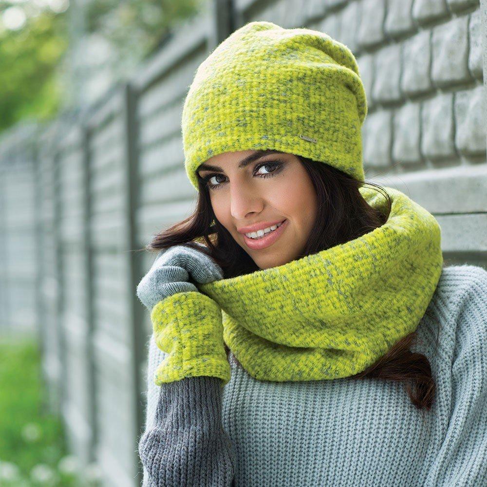 салатовая шапка бини и шарф