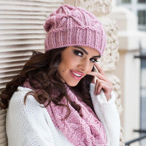розовая вязаная с шарфом
