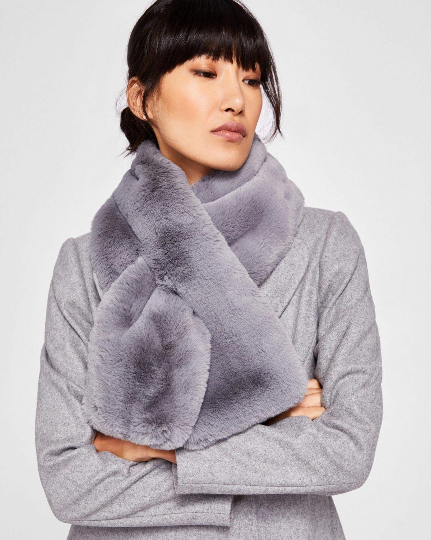 серый меховой шарф