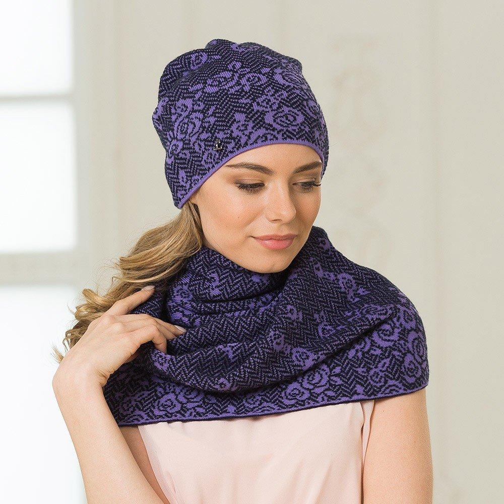 трикотажная шапка бини и шарф в фиолетовой гамме