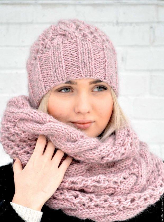 вязаная с шарфом светло-розового цвета