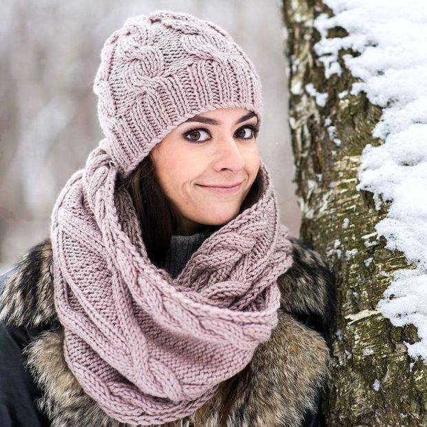 вязаная с шарфом кофейного цвета