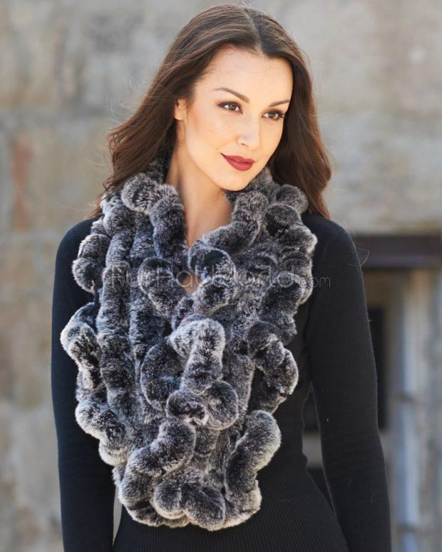 шапки и шарфы осень-зима 2020 2021: серый объемный меховой