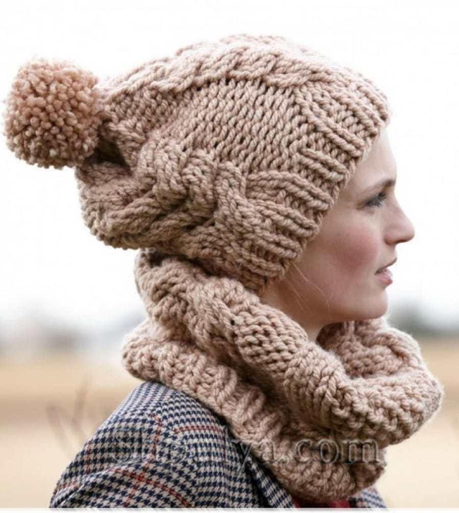 вязаная шапка и шарф пастельного цвета