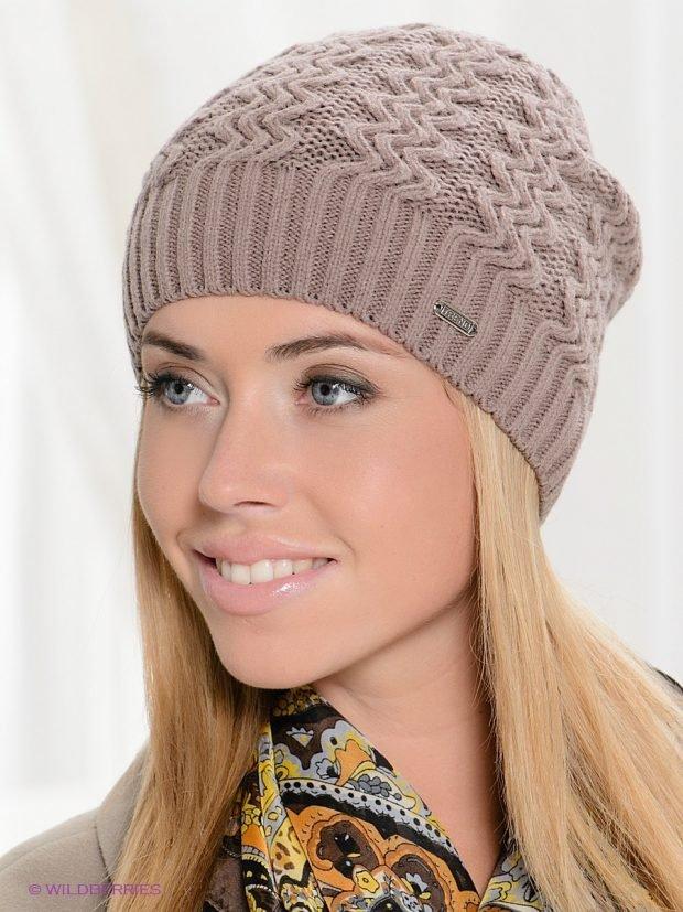 шапки и шарфы осень-зима 2019 2020: бежевая вязаная