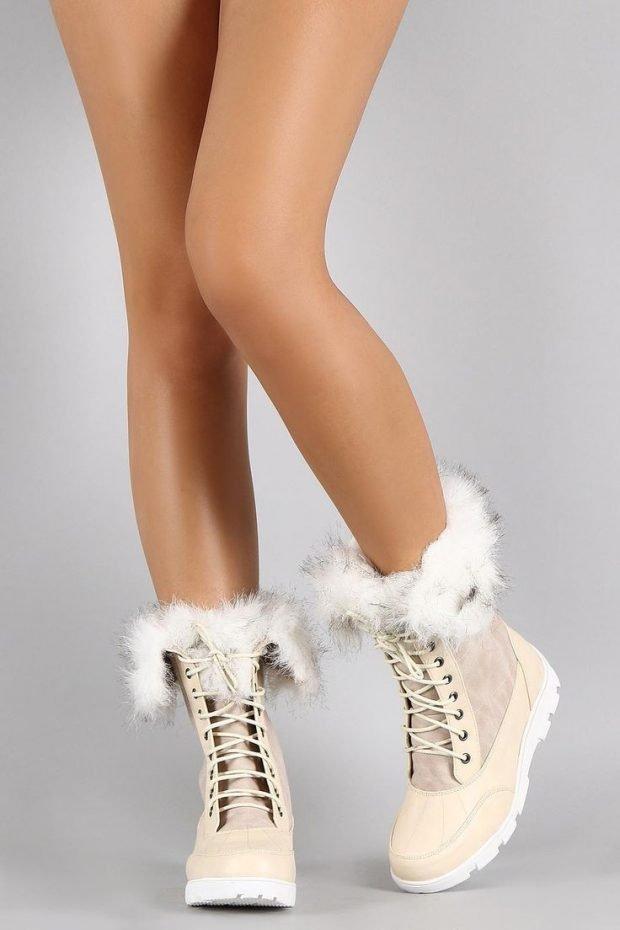 светлые ботинки с мехом на шнуровке