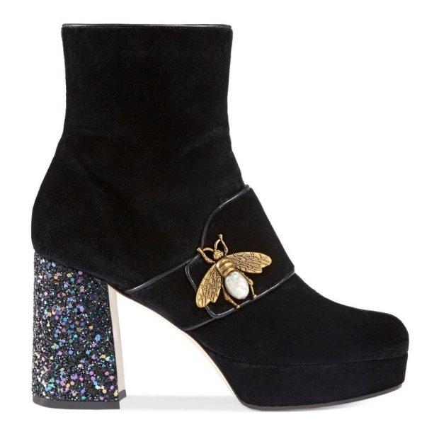 черные замшевые ботинки на широком каблуке с декором