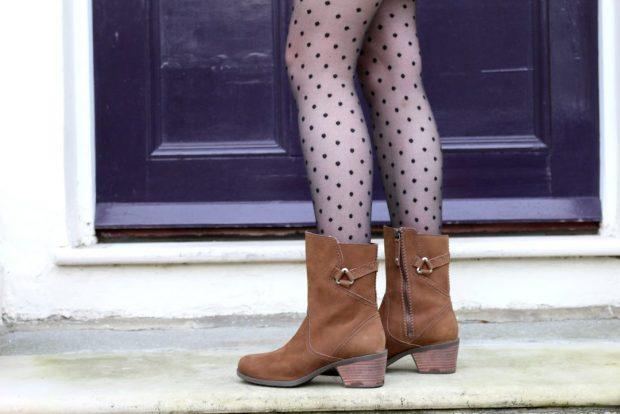коричневые ботинки на невысоком каблуке