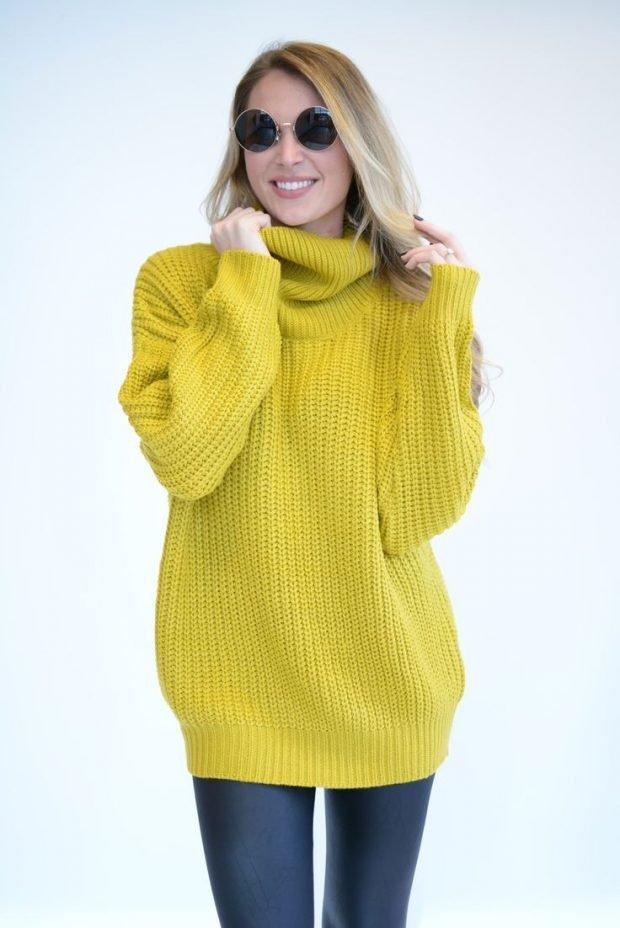 желтый объемный свитер
