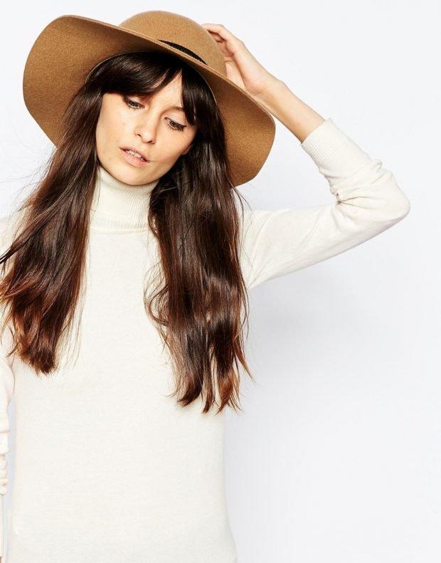 бежевая широкополая шляпа