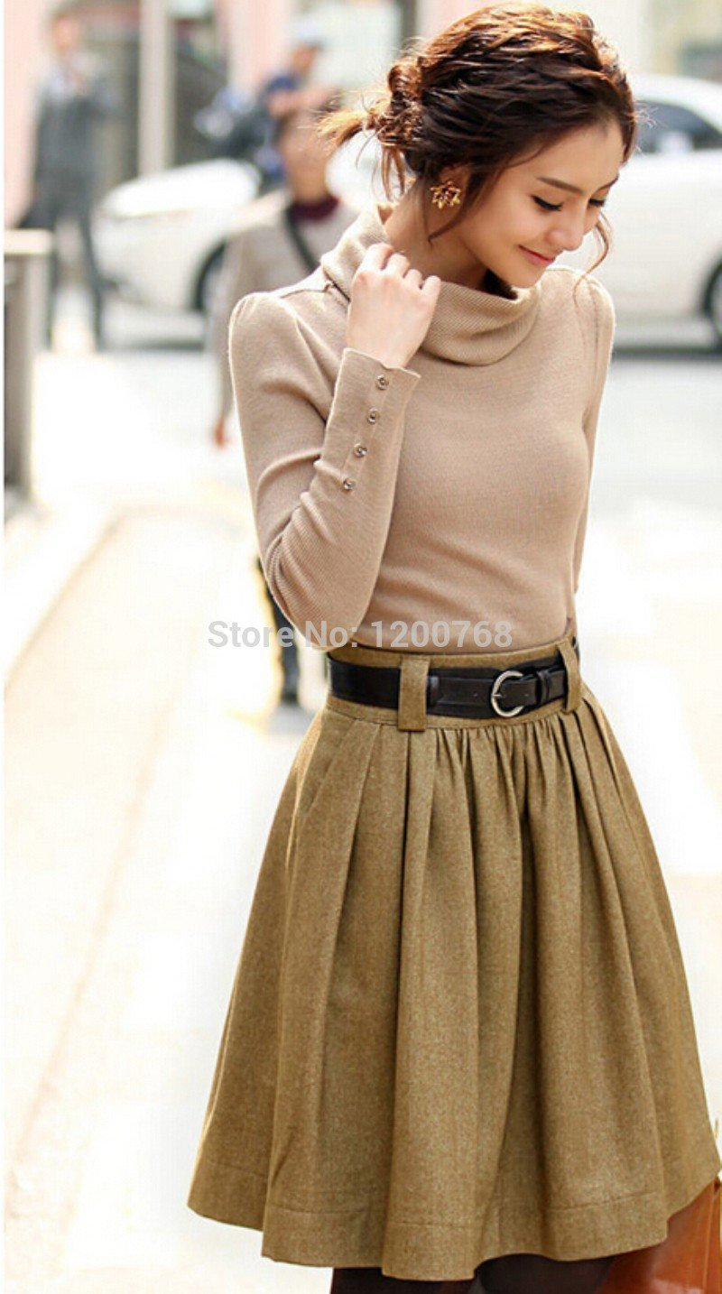 Тренды осень-зима 2018 2019: короткая расклешенная юбка светло-коричневая