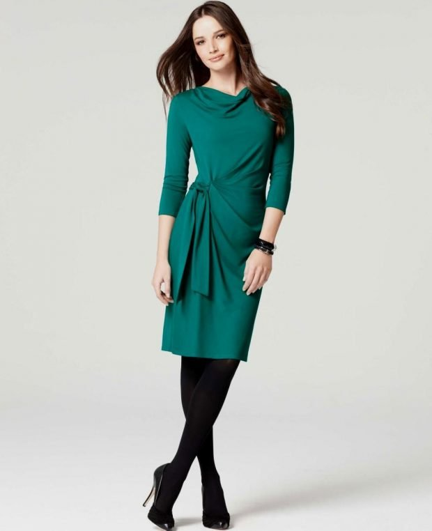 Тренды осень-зима 2019 2020: зеленое платье с поясом