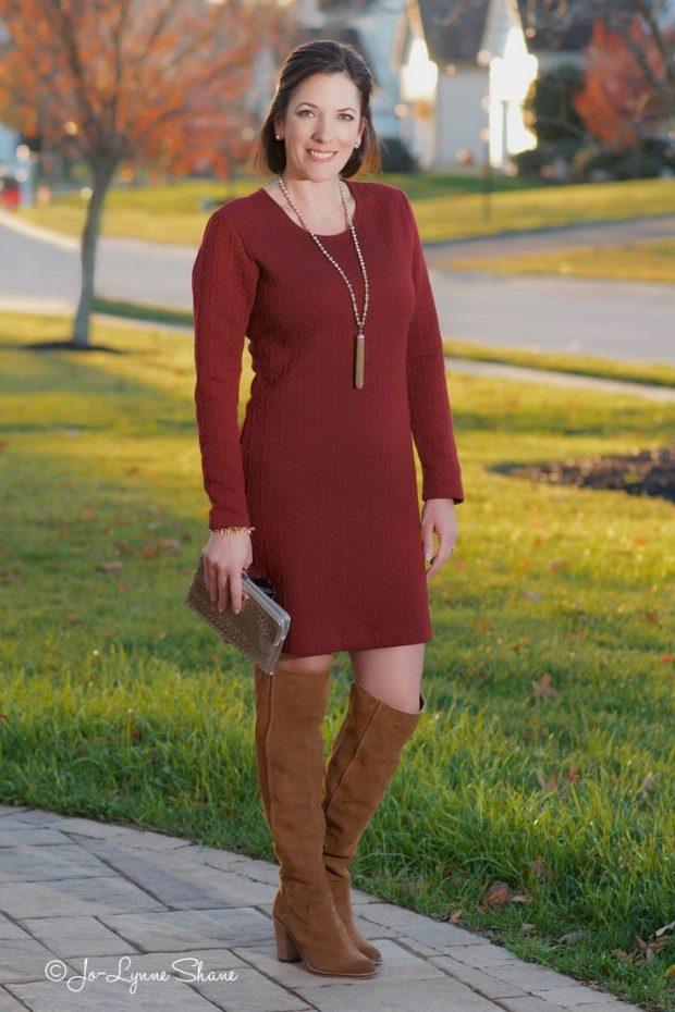 Тренды осень-зима 2019 2020: бордовое вязаное платье