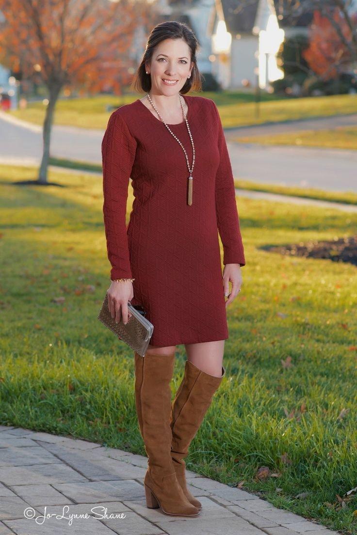 Тренды осень-зима 2018 2019: бордовое вязаное платье