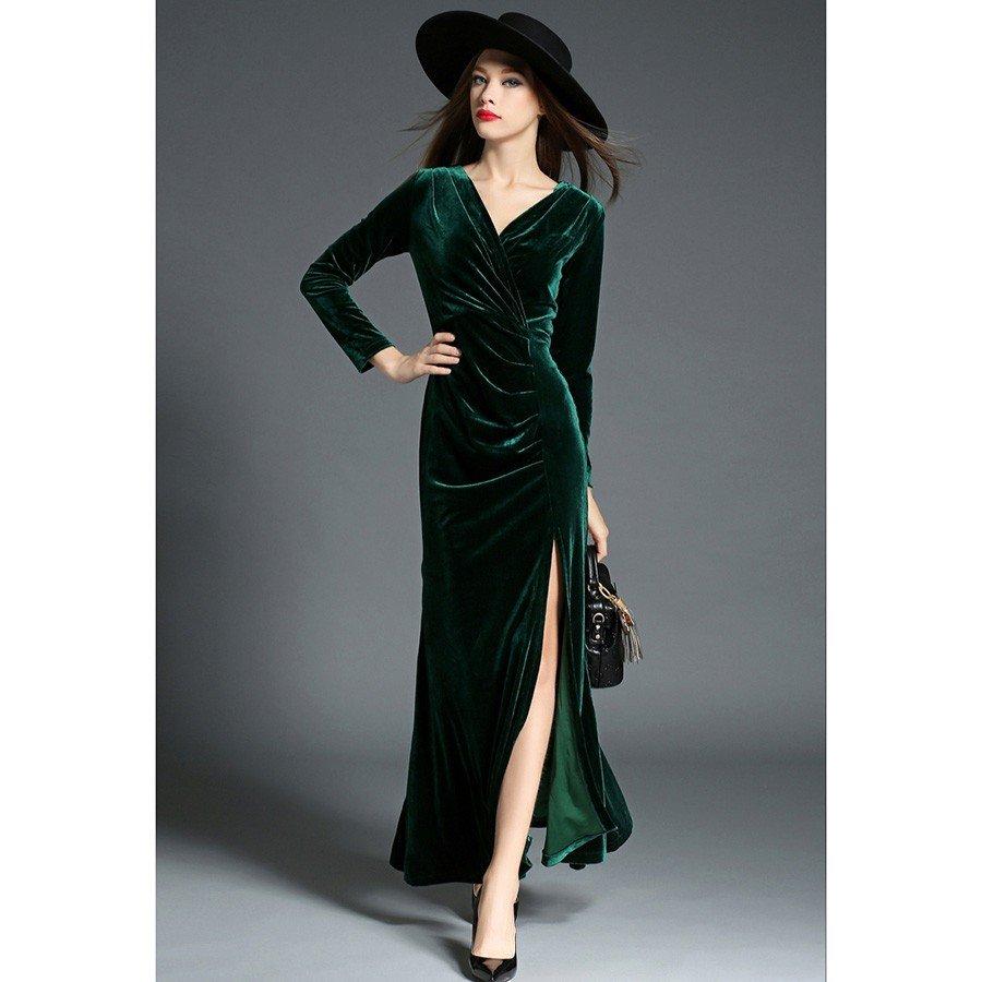 Тренды осень-зима 2018 2019: длинное зеленое платье из бархата
