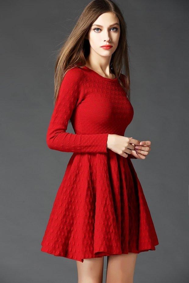 Тренды осень-зима 2019 2020: красное вязаное платье