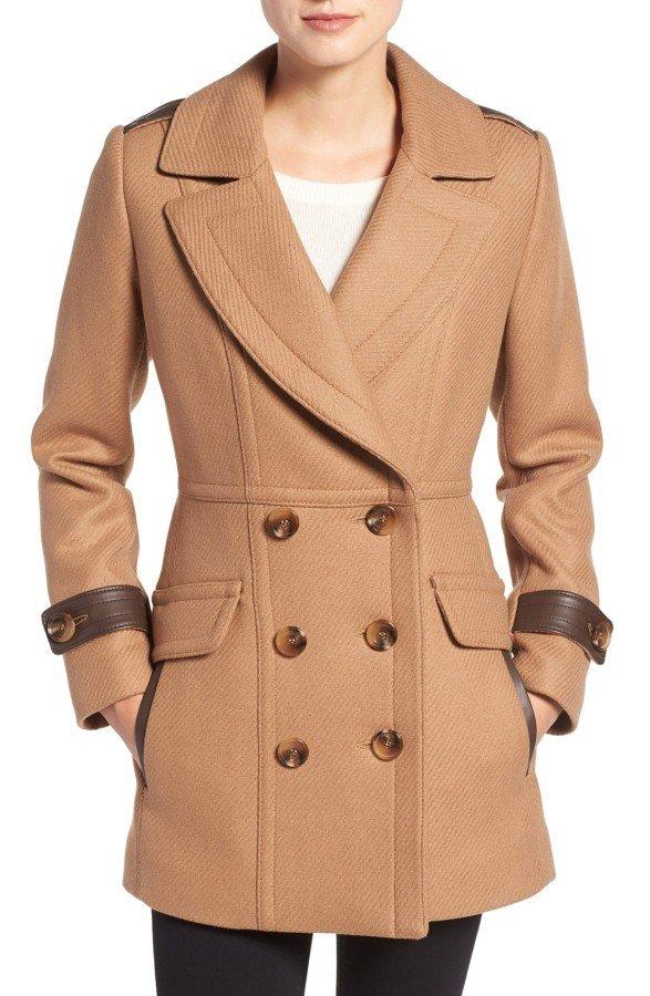 Тренды осень-зима 2019 2020: бежевое двубортное пальто
