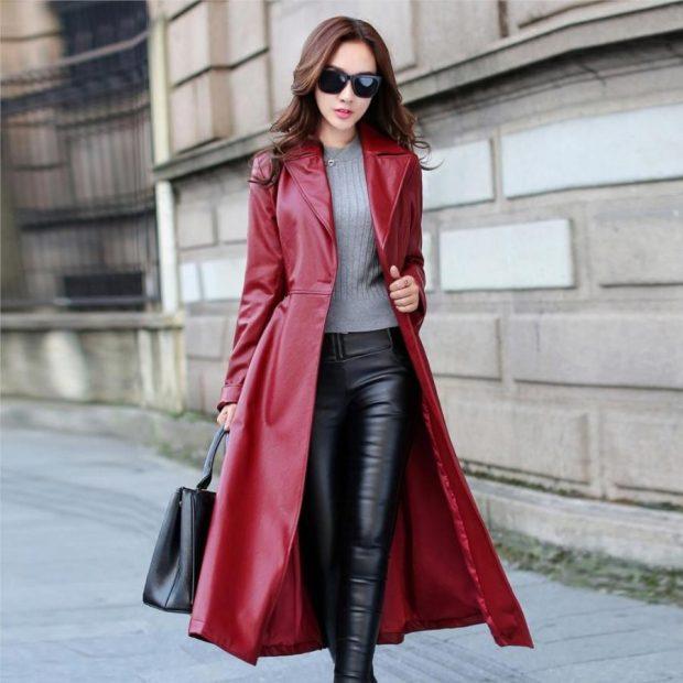 Тренды осень-зима 2019 2020: длинный кожаный плащ красного оттенка