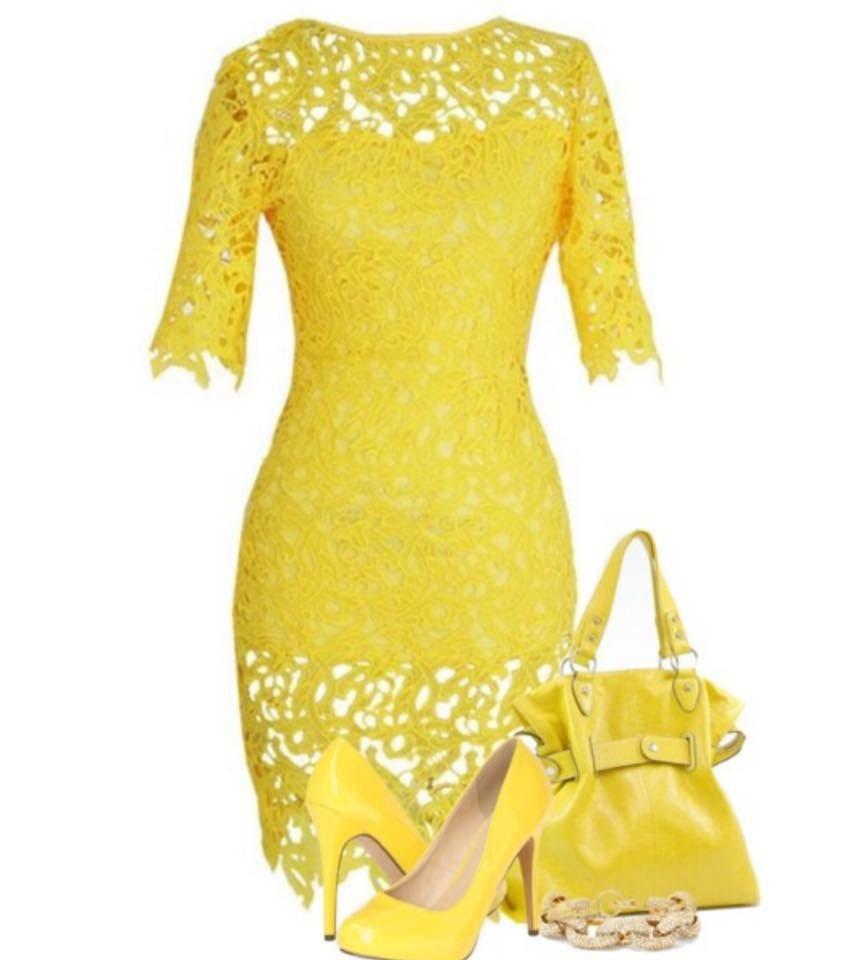 в каком цвете встречать новый год: желтое кружевное платье, сумка и туфли
