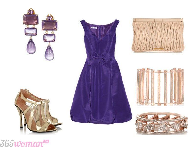 в каких цветах встречать новый год 2021: вечерний образ с пурпурным платьем
