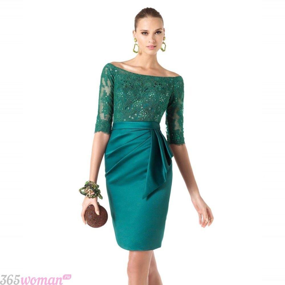 в каких цветах встречать новый год 2019: атласное зеленое платье с кружевом