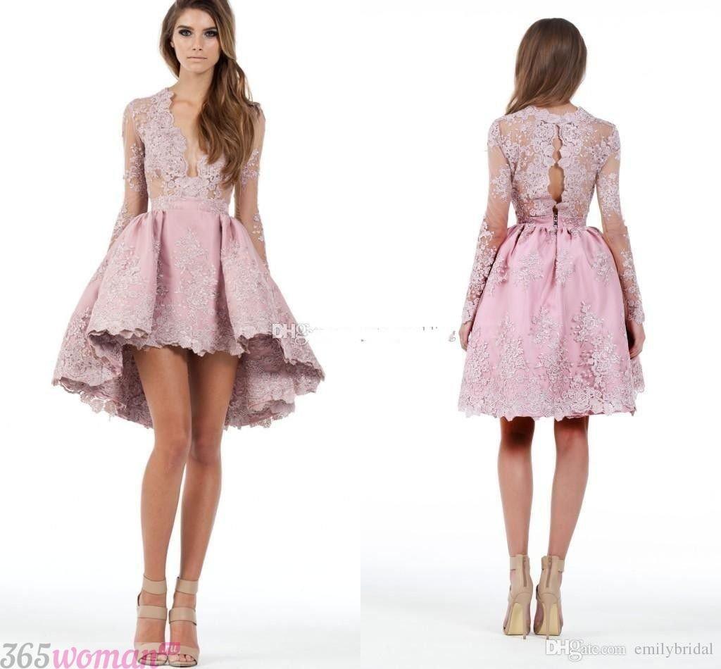 в каких цветах встречать новый год 2019: светло-розовое кружевное платье