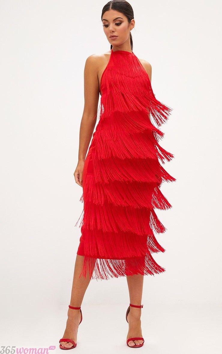 какой цвет встречать новый год 2019: красное платье миди с бахромой