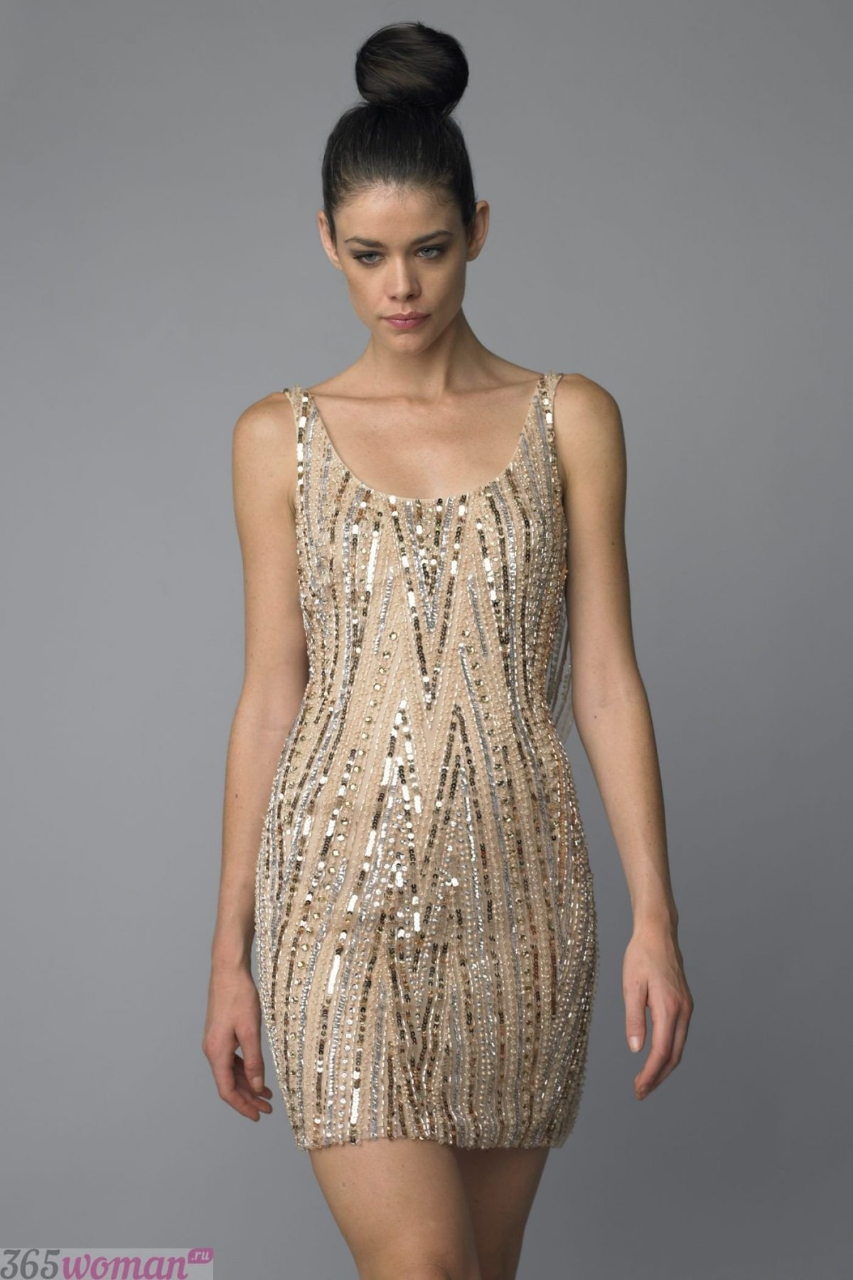 в каком цвете встречать новый год: золотое платье мини