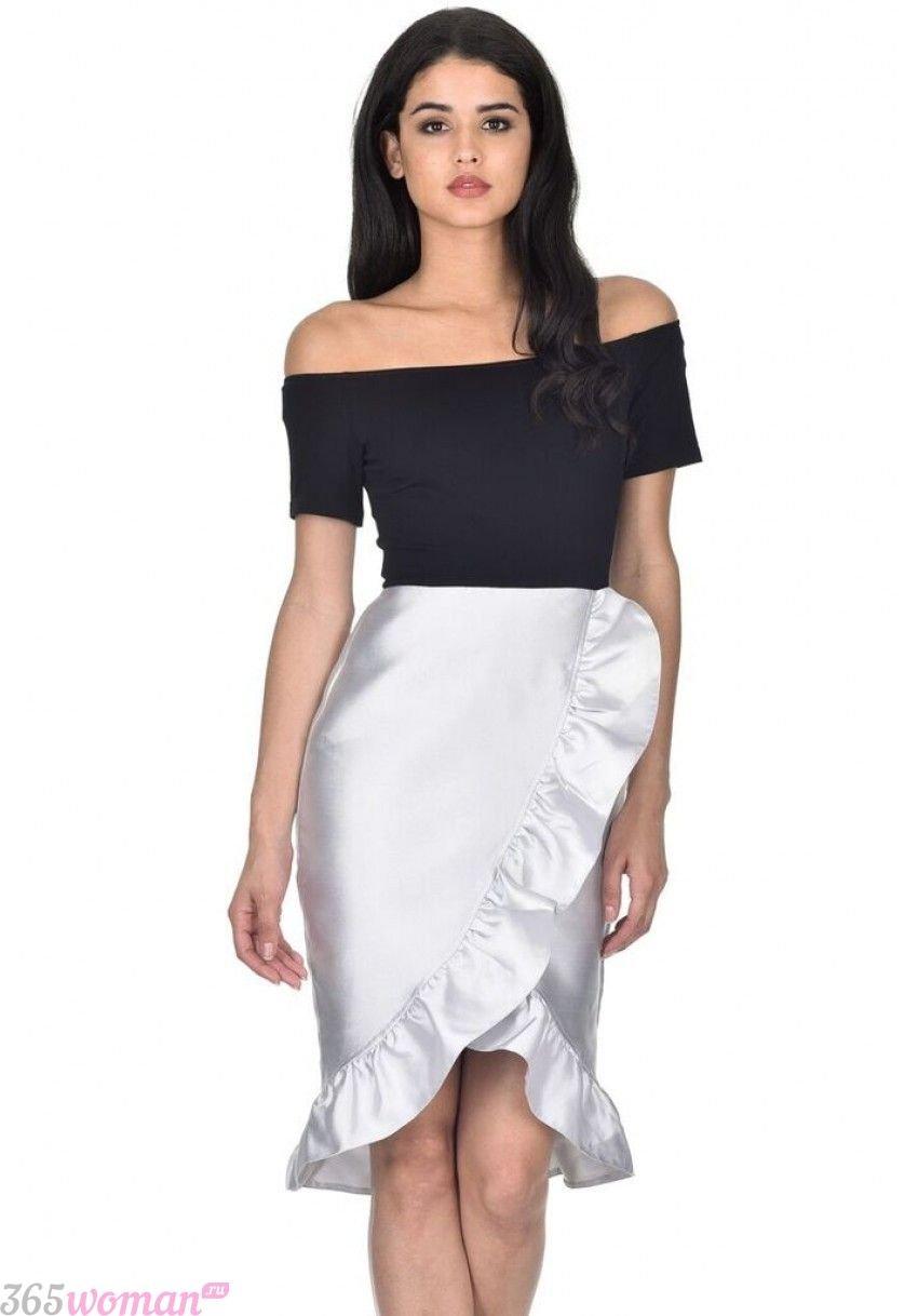 в каких цветах встречать новый год 2019: черное платье с серебристой юбкой