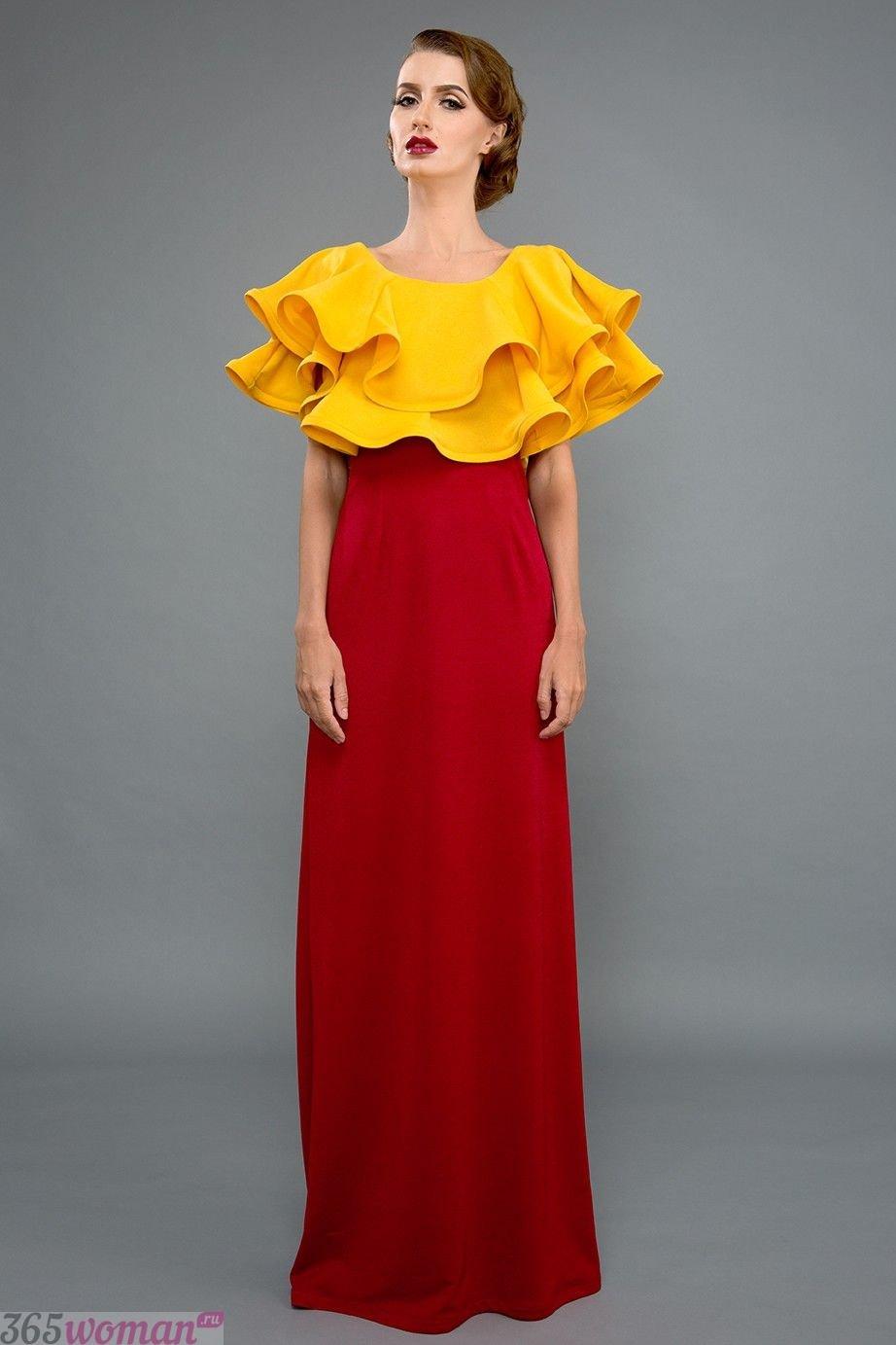 В каком цвете встречать 2021 год быка: красное длинное платье с желтым объемным лифом