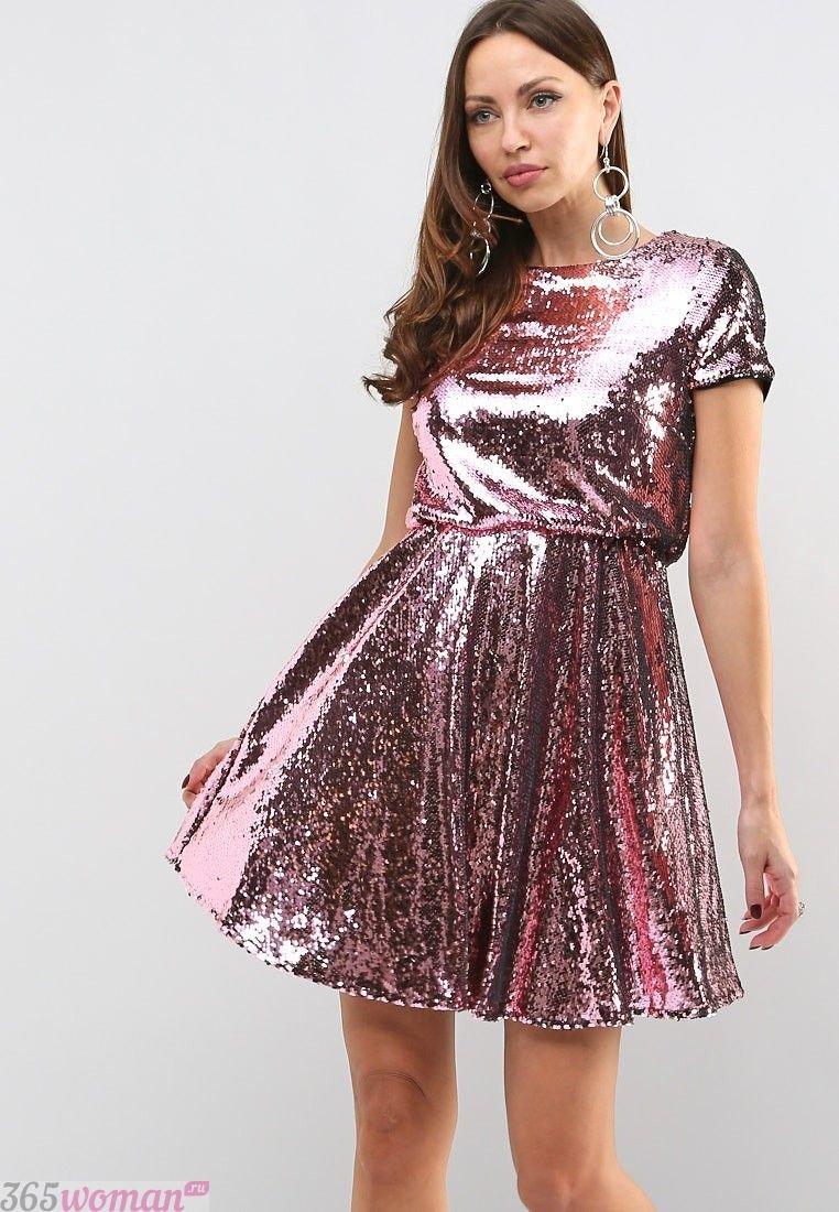 В каком цвете встречать 2019 год свиньи: розовое блестящее платье