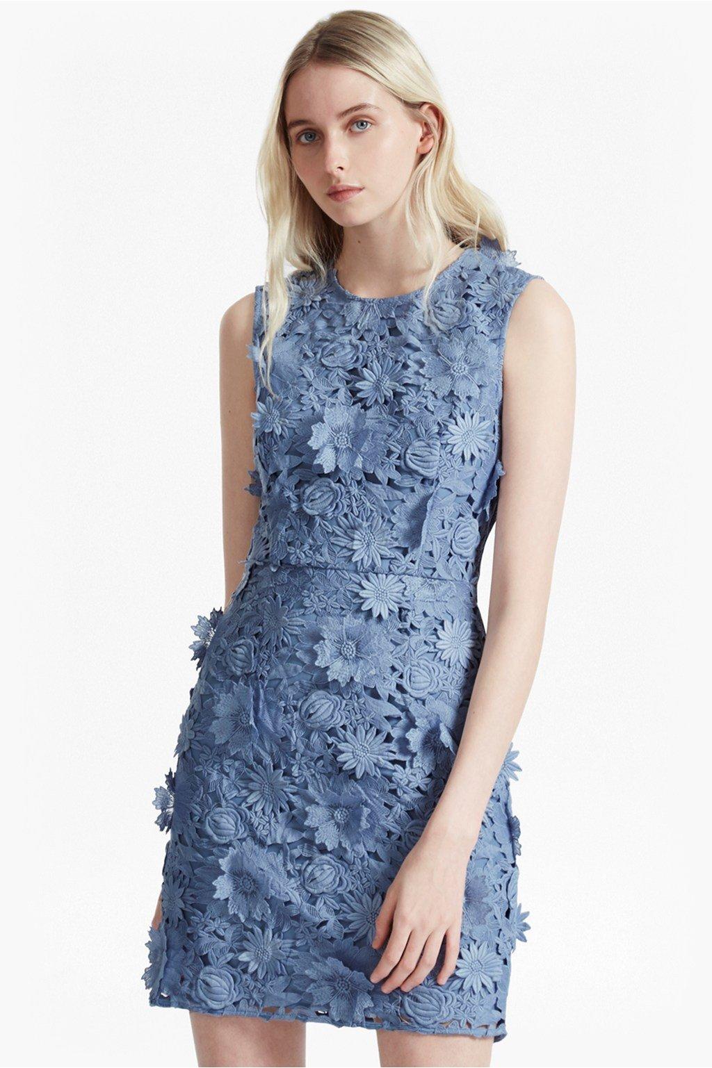 серое короткое кружевное платье