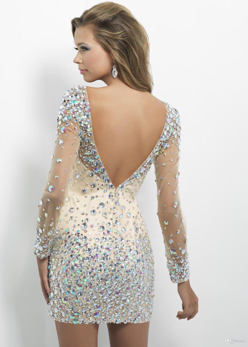 светлое платье со стразами с открытой спиной