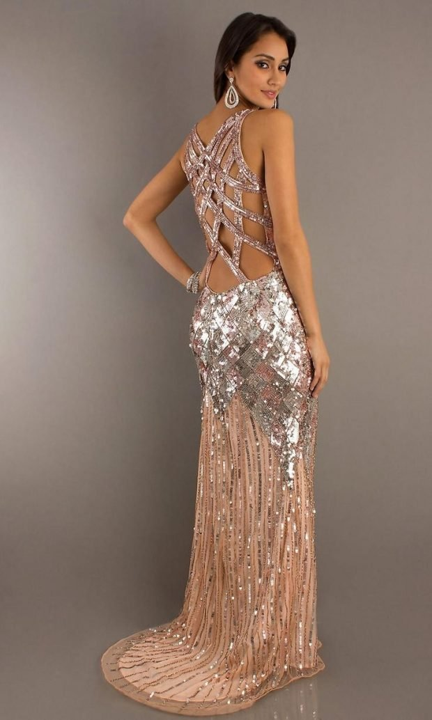 длинное золотистое платье с открытой спиной