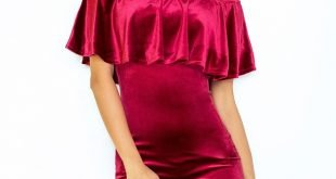 красное бархатное платье с воланом