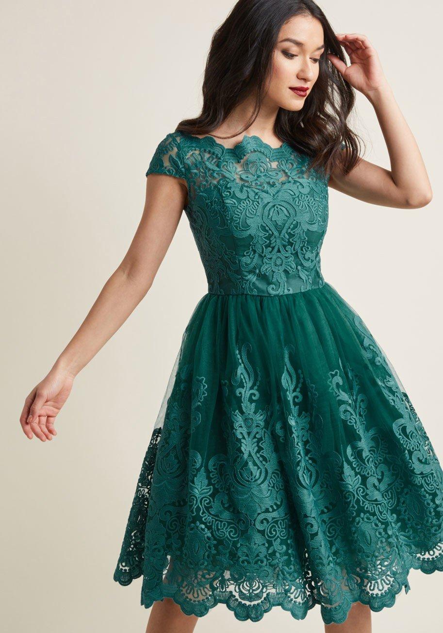 зеленое кружевное платье