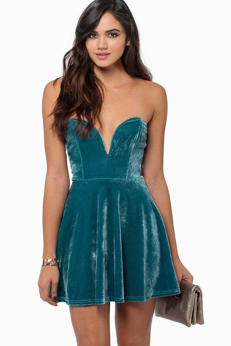 бархатное платье в зеленой цветовой гамме