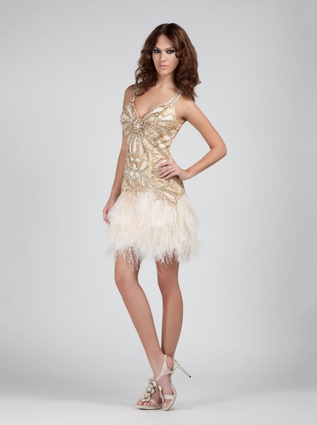 золотистое короткое платье с бахромой