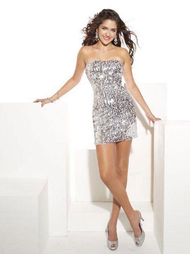 серебристое блестящее короткое платье