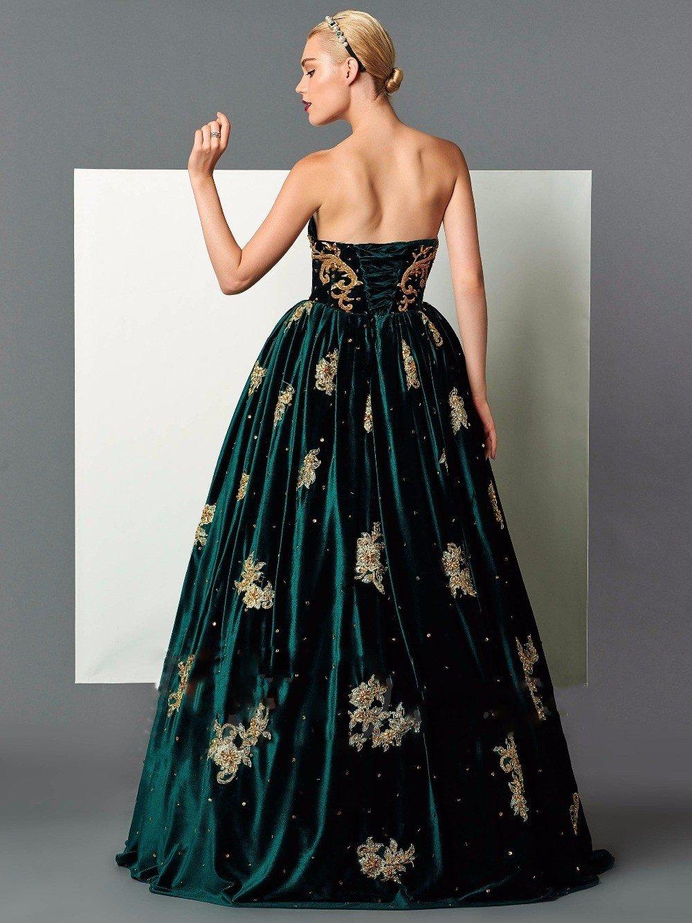 зеленое бархатное длинное платье с пышной юбкой с золотыми узорами